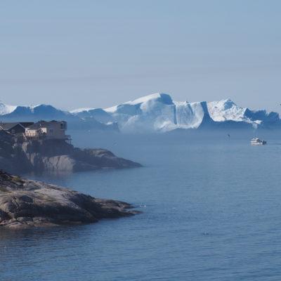 Icebergs from the Greenland ice sheet discharging near Ilulissat, Greenland (Vincent de Staercke)